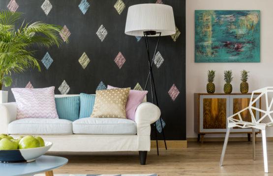 el sofá en la decoración del hogar